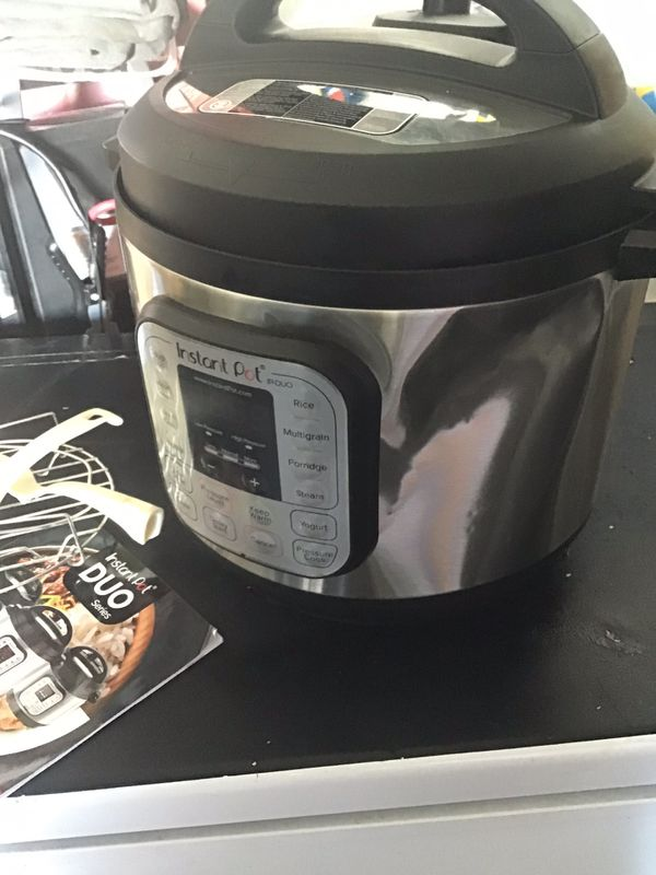 Instant pot 7 in 1 Pressure cooker / has dent as shown but Excellent working condition comes with accessories / 6 qt sold as is