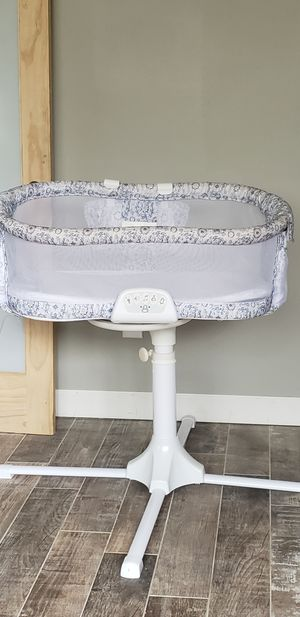 Halo Bassinet Swivel Sleeper for Sale in Southfield, MI
