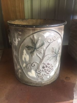 Tuscan style metal plant pot . for Sale in Lexington, KY