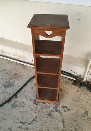Small shelf / table for Sale in Redlands, CA