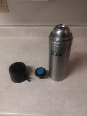 Stainless steel thermos quart size with cup for Sale in Lake Stevens, WA
