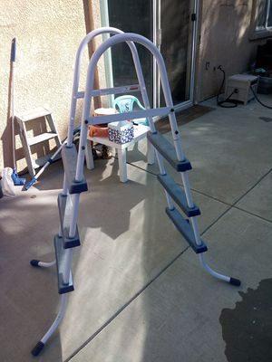 Pool ladder for Sale in Lathrop, CA
