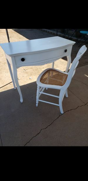 Desk and chair obo for Sale in Phoenix, AZ