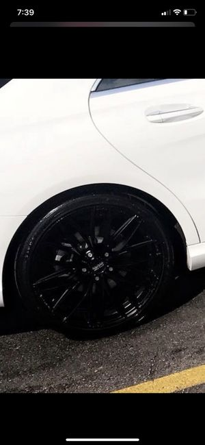 """**NEW PRICE ALERT** 18"""" Italia 150 black rims WITH the tires. for Sale in Reynoldsburg, OH"""