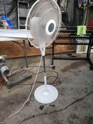 18 inch pedistal fan 3 speed oscillating for Sale in Dallas, TX