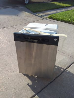 Stainless steel ge dishwasher with plastic tub in good working condition for Sale in Kissimmee, FL