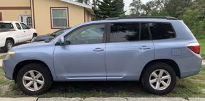 2010 Toyota Highlander excellent condition for Sale in Largo, FL