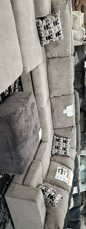 Gray Sectional / Ballinasloe Platinum Sectional Couch Living Room for Sale in Houston, TX