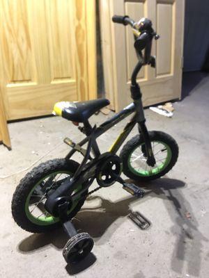 Boys kid bike, training wheels, bell for Sale in US
