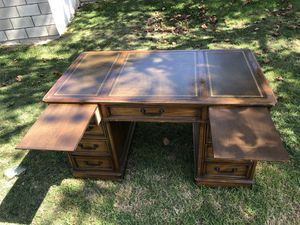 Sligh Furniture wood desk for Sale in Santa Ana, CA