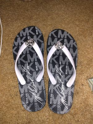 Michael Kors Flip Flops Sz 7. NEW for Sale in Valley View, OH