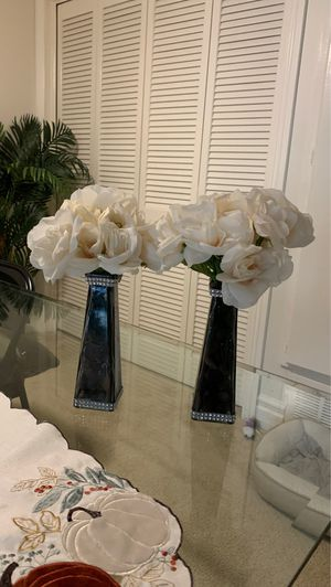 2 black vases with flowers for Sale in Anaheim, CA