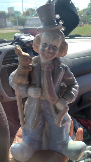 Vintage Hobo Clown with bunny ceramic figurine for Sale in Columbus, OH