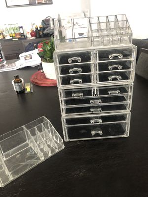 Beauty supplies storage! Great for makeup or small salon tools for Sale in Aurora, CO