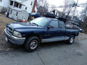 Como nueva y es una Dodge Dakota 2001 for Sale in Boston, MA