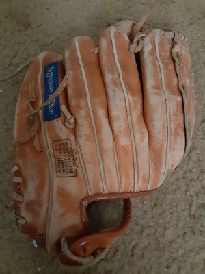 Baseball glove for Sale in Madison, IL