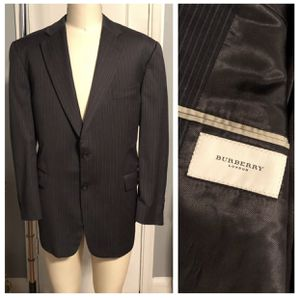 Burberry Kingston blazer paid $800 size 44R modern Tailored fit with pin stripes excellent condition authentic! for Sale in Washington, DC