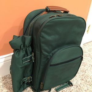Picnic backpack with service for 4 for Sale in Commack, NY