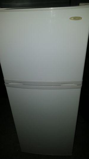Danby medium refrigerator for Sale in Compton, CA