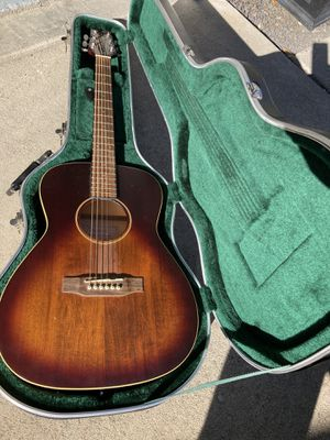 Excellent condition guitar and case for Sale in Concord, CA