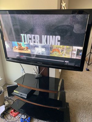 "50"" Panasonic Tv with black glass/wood elevated stand for Sale in Austin, TX"