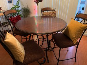 Wood and Iron Dining Round Table for Sale in Alta Loma, CA