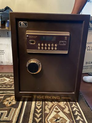 ElectronicDeluxe Digital Security Safe for Sale in Midlothian, VA