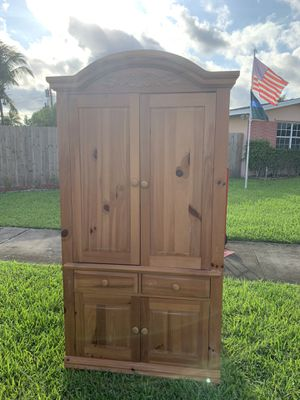 FREE BROYHILL TV / Stand ARMOUR for Sale in Miami, FL