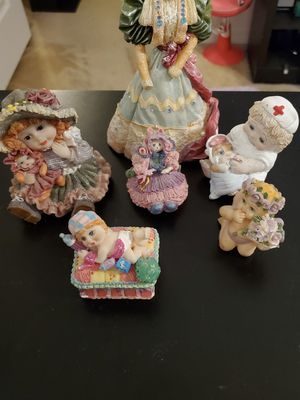 Girly little figurines and a tiny trinket box for Sale in Land O Lakes, FL