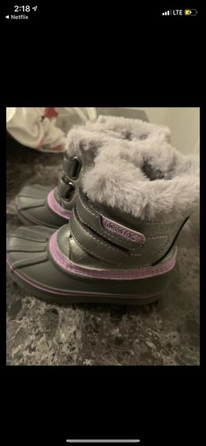 Girl toddler snow boots size 8 for Sale in Hoffman Estates, IL