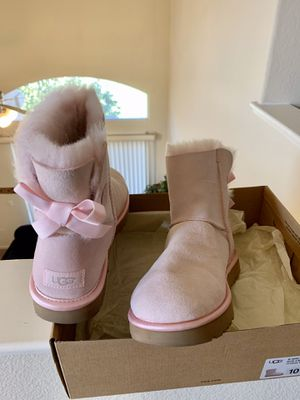 Brand new pink Uggs for sale for Sale in Sacramento, CA