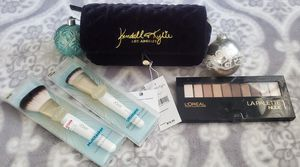 Make up bag gift set for Sale in El Monte, CA