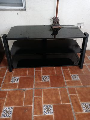 Tv stand (2 meses de uso) for Sale in West Palm Beach, FL