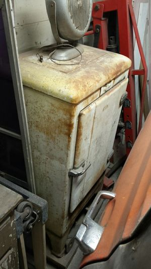 Antique mini fridge for Sale in Tacoma, WA