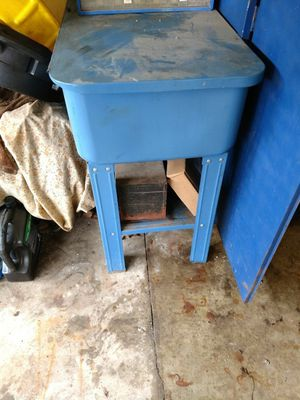 Parts washer works good. for Sale in Mason City, IA