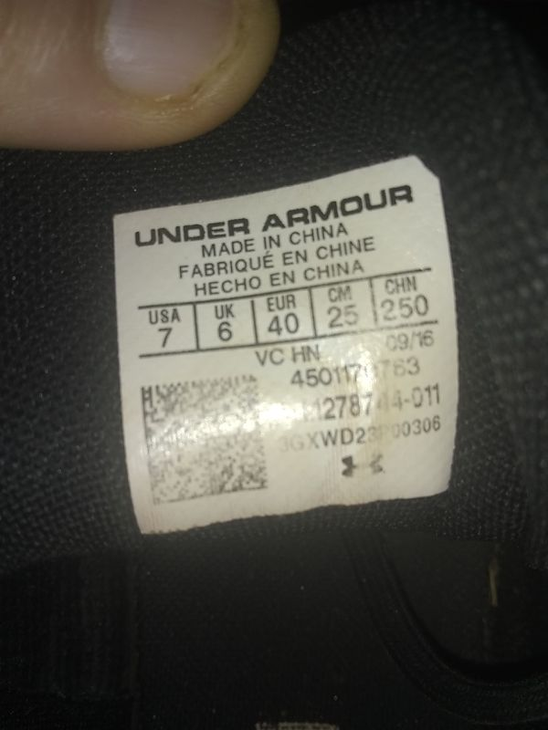 Under armor baseball cleats size 7