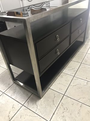Tv stand dresser good condition for Sale in Phoenix, AZ