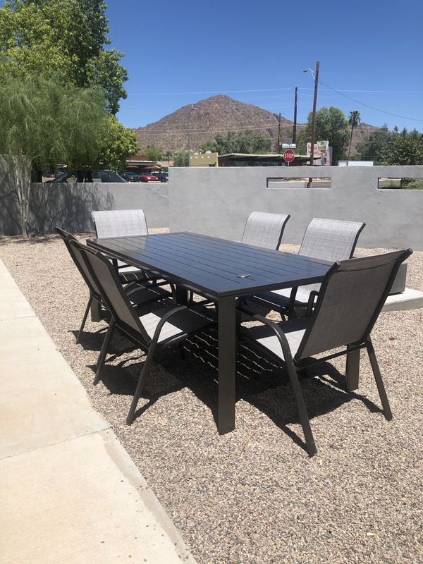 New frontgate Newport dining table and six chairs