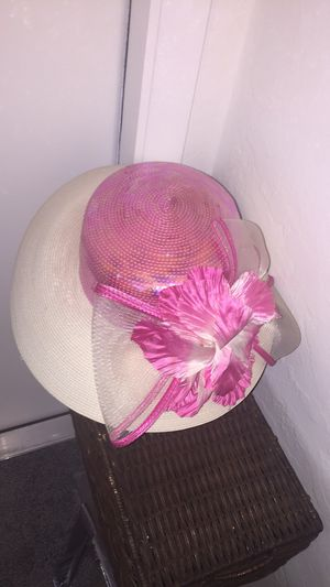 Stunning hat with pink flower for Sale in Plantation, FL