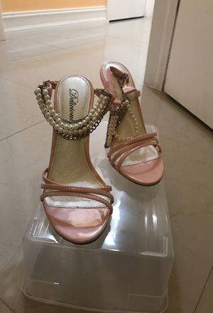 Pink heels with jewelry. for Sale in Homestead, FL