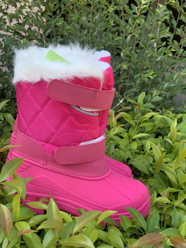 Snow boots for toddlers sizes 7, 8, 9, 10, 11, 12, 13. 1 $25
