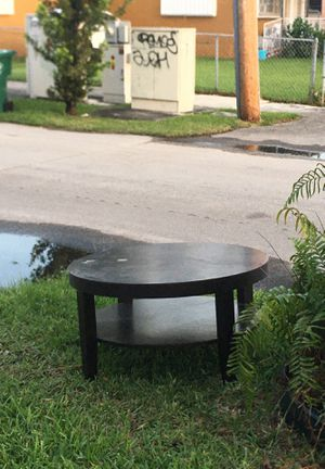 Table for free for Sale in Miami, FL