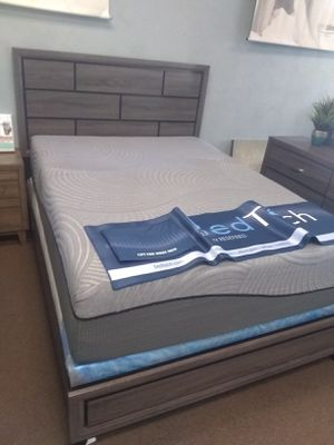 """Queen size bed frame with 14"""" Gel Max Memory Foam Mattress and Box Spring included for Sale in Peoria, AZ"""
