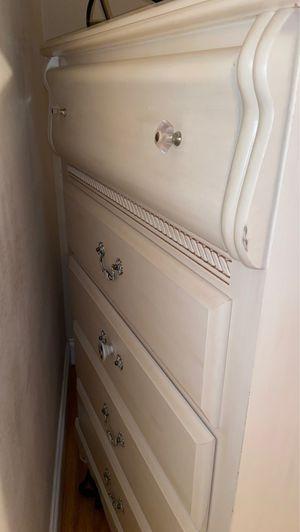 White dresser for Sale in Chalmette, LA