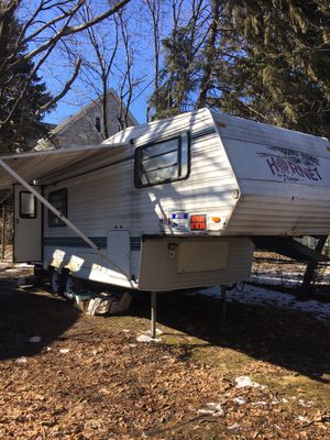 Trade for running car Hornet 5th wheel camper ready to go 25ft for Sale in Freeland, PA