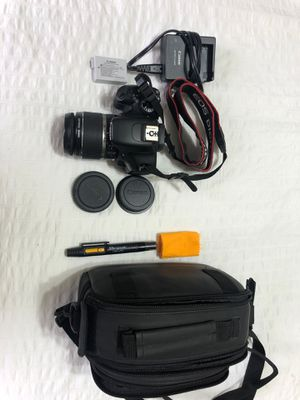 Canon EOS Rebel T2i with lense, caps, plus bag and cleaning tools for Sale in Miami, FL