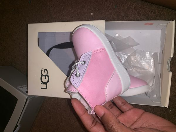 Infant Uggs size 2/3