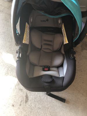 Safety 1st car seat & stroller and base. for Sale in Gulfport, MS