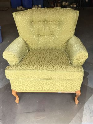 Tufted Antique upholstered wingback chair for Sale in Gaithersburg, MD