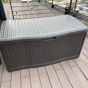 S uncast 52.75-in L x 29-in 124-Gallon Java Plastic Deck Box for Sale in Arlington, VA
